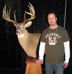 Johnny King with his massive white-tailed deer, which has been scored and officially deemed the world record by the Northeast Big Buck Club. (Photo: www.whitetailworld.com)