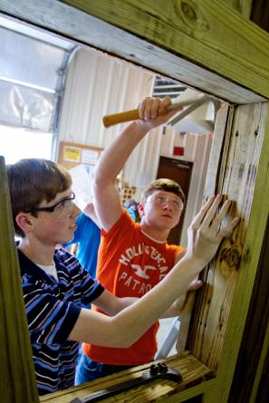 Mason Crosswhite and Jarod Davis of the Muscle Shoals Center for Technology work on a hunting blind for Alabama disabled hunters to use during deer season. (Photo: Matt McKean, Florence TimesDaily)