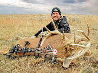 Deer Talk Now Archery Tips: How to Tie in a String Loop and Peep Sight
