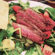 Venison Seared with Salad is easy to make and you can adjust the ingredients to fit your palate. (Photo: foodforhunters.blogspot.com)